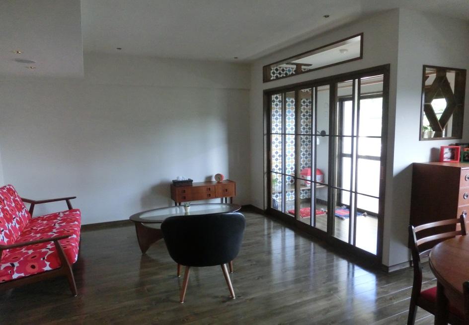 室内干しができるガラス張りの空間。そこで洗濯をたたんだりアイロンをかけたり時には読書などの自由な空間として使用